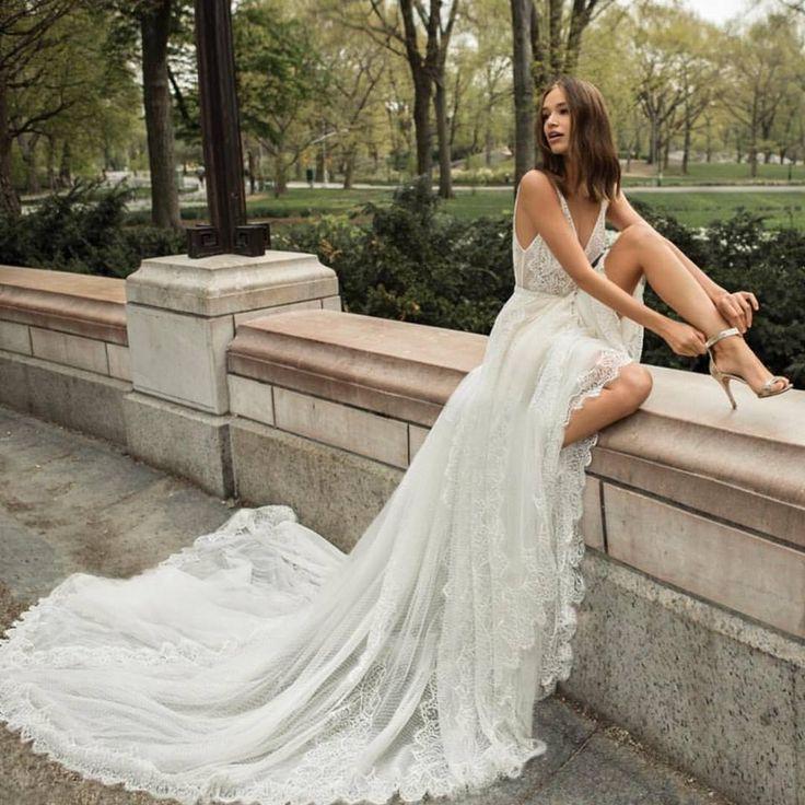 Bohemian wedding dress   Sexy wedding dress   open back   flowing skirt   v neck   chic   Josephin by FLORA 2018
