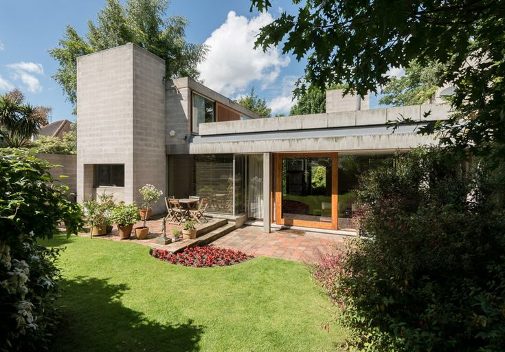 House at Drax Avenue, Wimbledon. Designed by Sir Philip Dowson. 1969
