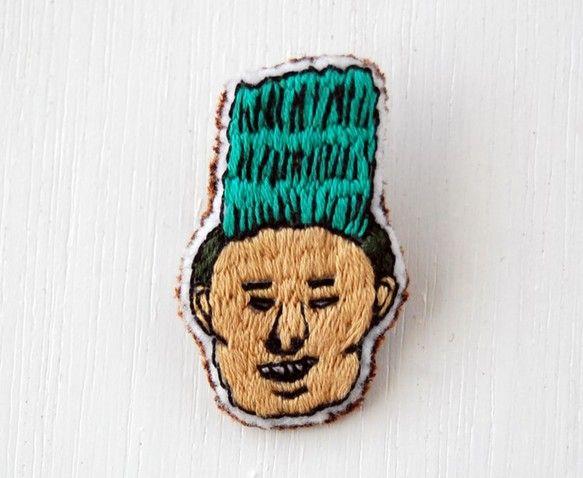 やんちゃなじもとの友達を刺繍しました。土台はフエルトです。幅2.5㎝ たて4.5㎝郵送時の破損、紛失等による事故の責任は負いかねますのでご了承ください。 繊細...|ハンドメイド、手作り、手仕事品の通販・販売・購入ならCreema。