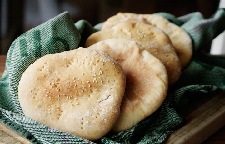 """Nachdem ich diese Woche genug Süßkram gebacken habe wurde es mal wieder Zeit für was """"Neutrales"""" - also ran an selbst gemachte Pita Brote."""