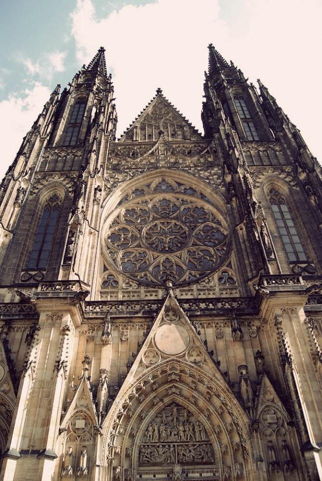 Imponująca fasada katedry św. Wita - #Praga, #Prague, #Praha :)  Do Złotego Miasta zawsze będę wracać...   #SlightlyDelicious