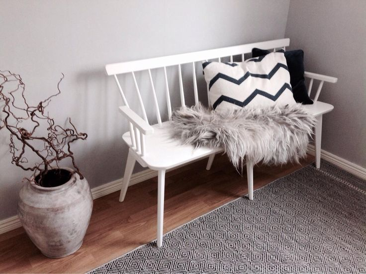 White shabby chic styled couch for sale - discover more in the Shpock app. Free download