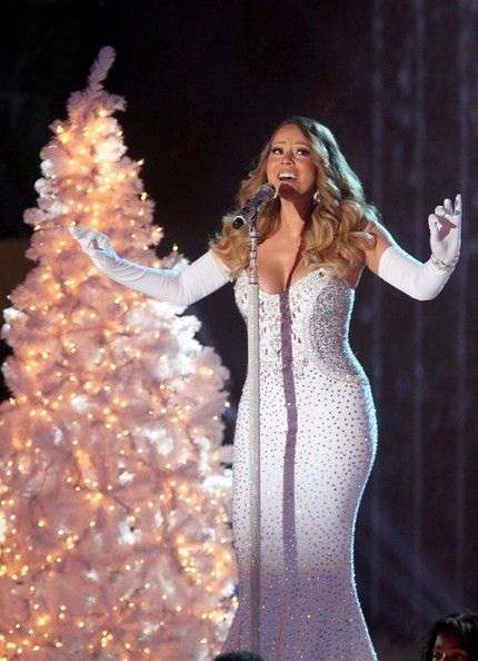 Mariah Carey Photos - Mariah Carey sings Christmas tunes at a pre-taping of the Rockefeller Center Christmas Tree Lighting Ceremony in New York City on December 3, 2013.  - Mariah Carey Sings Her Christmas Favorites