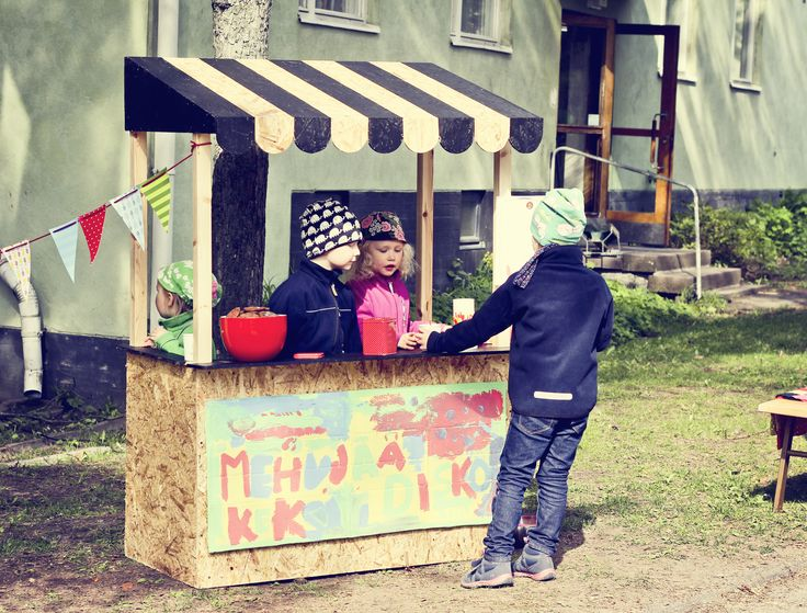 Himmee fair stand reused. Leo & Iiris with their icecream stand at olympiakylä yardsale.
