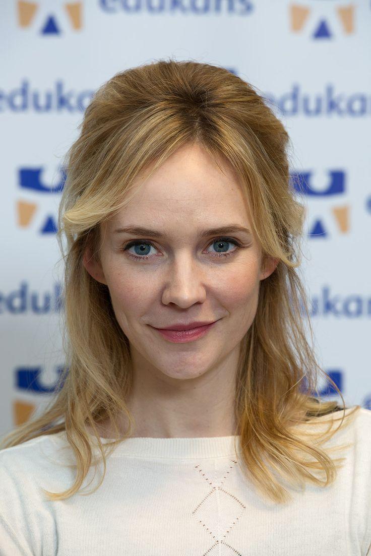 Bracha van Doesburgh is a Dutch actress. | Vrouw