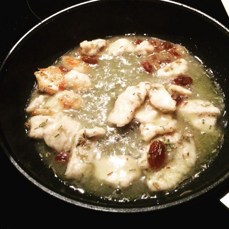 Straccetti di pollo con uvetta sultanina ✌