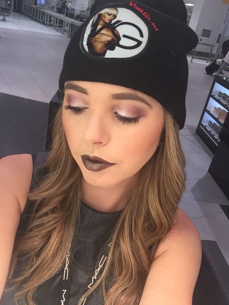 Viva glam Riri Makeup