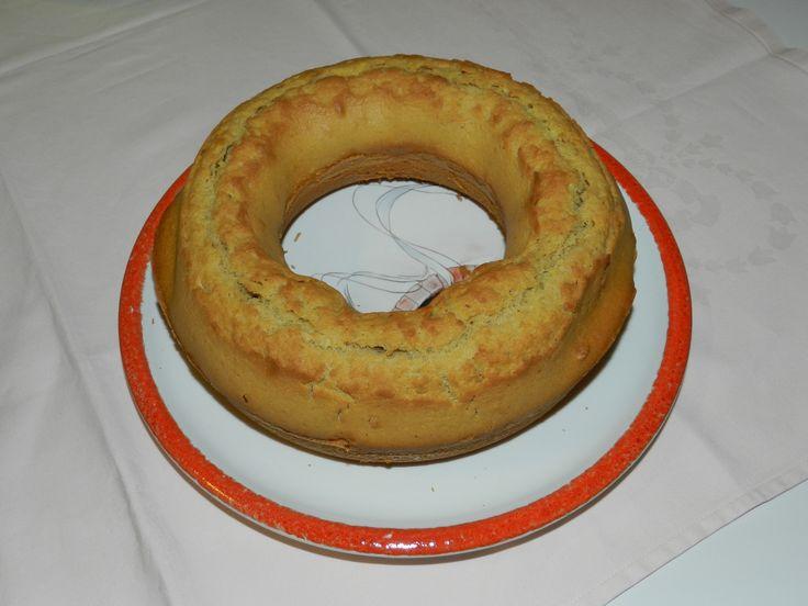 Una morbida ciambella, ideale con la marmellata e la Nutella, gustata nel latte o nel tè… a colazione o per merenda.