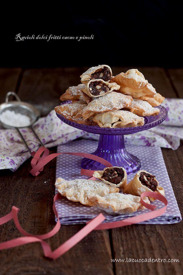 Ravioli dolci fritti cacao e pinoli