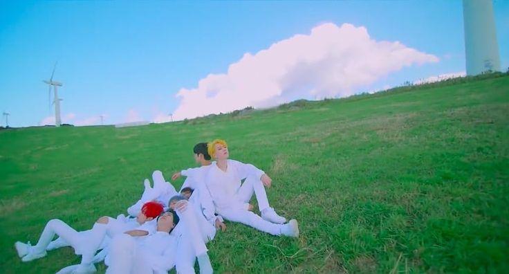 """¡GOT7 compartió un vistazo de su tan anticipado comeback con """"You Are""""! El grupo masculino de JYP Entertainment regresará el 10 de octubre con su nuevo mini álbum """"7 for 7"""". Contendrá la canción principal """"You Are"""" que fue co-compuesta por el líder JB, qiuen también co-escribió la letra de la canción. El video teaser …"""