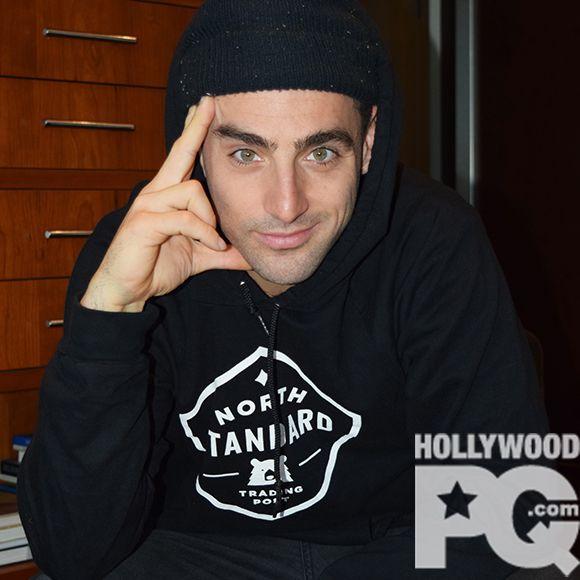 Hedley à la recherche d'une connexion - Entrevue exclusive avec Jacob Hoggard pour le lancement de Hello | HollywoodPQ.com