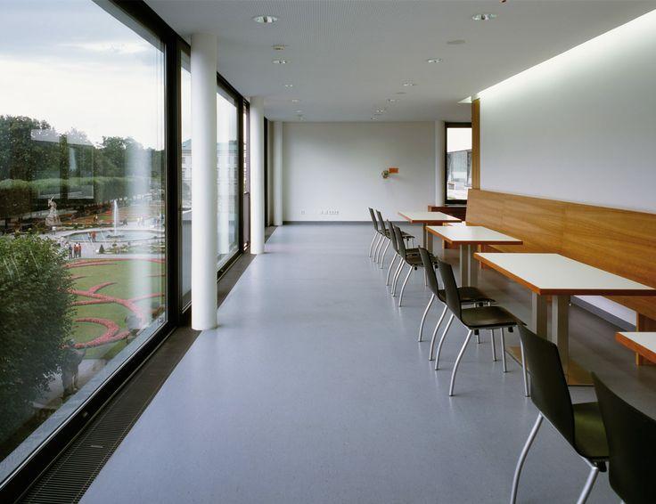 DLW Linoleum Referenzen - Universität Mozarteum in Salzburg - Armstrong
