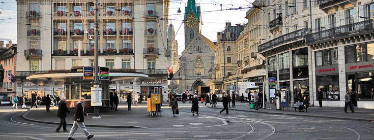 Un fortunato stopover mi ha permesso di conoscere questa bellissima città. Una passeggiata di poche ore e la promessa di un ritorno.   http://www.partyepartenze.it/travel/svizzera-centro-storico-di-zurigo