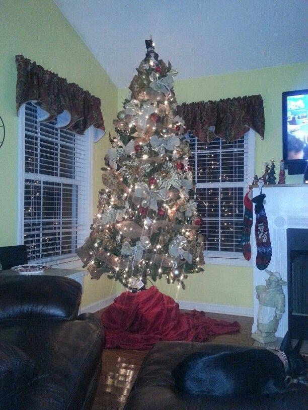 Burlap Christmas Tree Decorations | Burlap Christmas tree | Pinterest