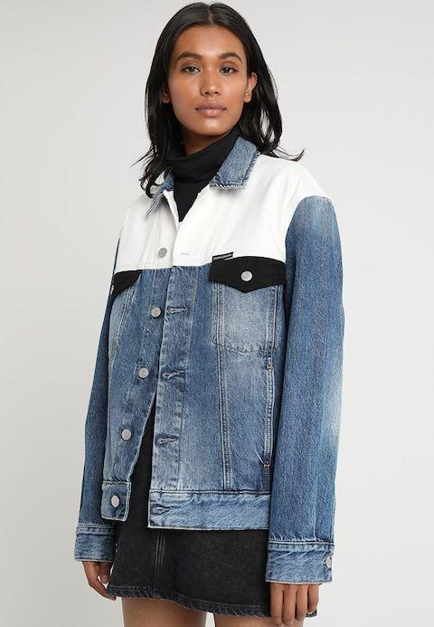 68dcff3321b3e Calvin Klein Jeans CLASSIC TRUCKER BLOCKED - Kurtka jeansowa - blue denim/white  denim - Zalando.pl