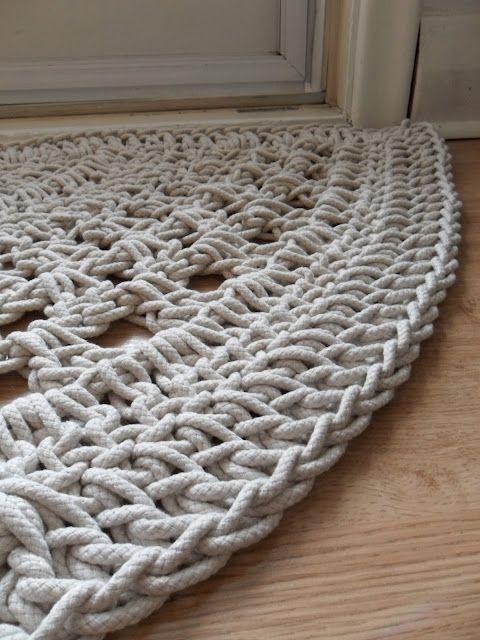 Crochet door rug. ༺✿ƬⱤღ www.pinterest.com…