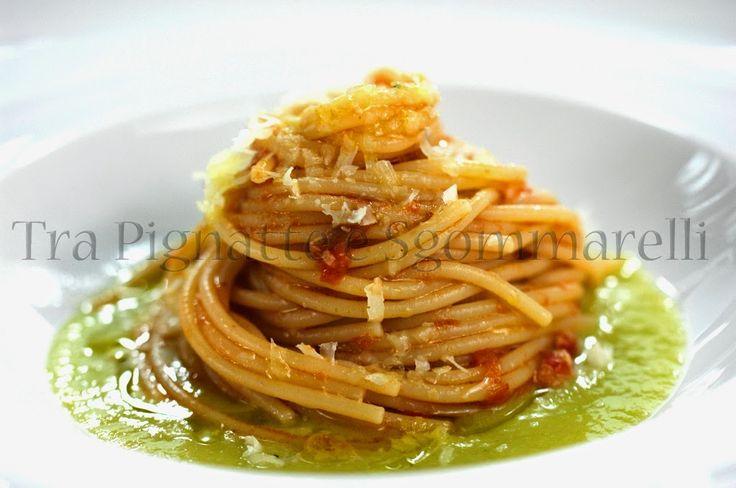 Spaghetti al ragù di coda di bue, con crema di sedano e pecorino romano | Tra pignatte e sgommarelli