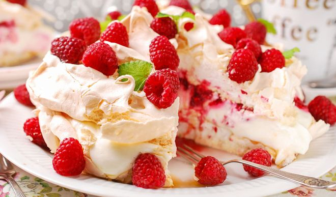 Leichte Low Carb Himbeer-Quark-Torte mit Meringue