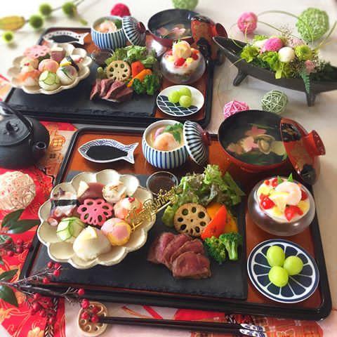 . 昨日は手毬寿司&ステーキ 何度作って食べても飽きない組合せ . . 午前の生徒さんの娘さんのお誕生日も 午後の方のお誕生日も8月‼️ という事でハッピーバースデープレートをIN❣️ . . そう、手毬寿司のとこです 言わないと気づかないレベル☝ . . 〈献立〉 ❁8種の手毬寿司 ❁赤身肉のステーキ 焼き野菜添え ❁茶碗蒸し ❁和風ジュレのカクテルサラダ ❁アサリと生麩のお吸い物 ❁シャインマスカット . 今回は私のオハコを集合させました (十八番て!言い方 古いかな) . . では、今日も1日頑張りましょぅ❤️ . . #手毬寿司 #手まり寿司 #ステーキ #和食  #おうちごはん #花のある幸せごはん #クッキングラム #デリスタグラマー #おうちカフェ #料理 #手料理 #料理教室 #北九州料理教室 #福岡料理教室 #福岡 #テーブルコーディネート #delicious #instafood #yummy #kitakyushu #fukuoka #cookingram #cooking #foodphoto #f...