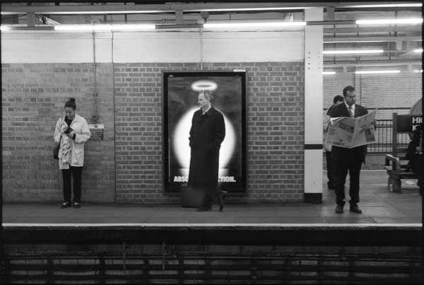 Photography by Richard Bram. London.      so entstehen Gerüchte ...