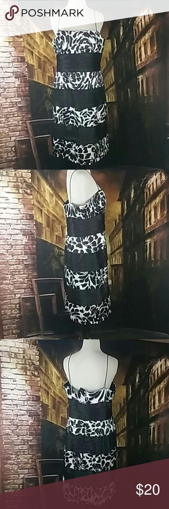 S.L fashion dress size 16 Black and white floral dress. Spaghetti zip up dress. Build in bra Dresses