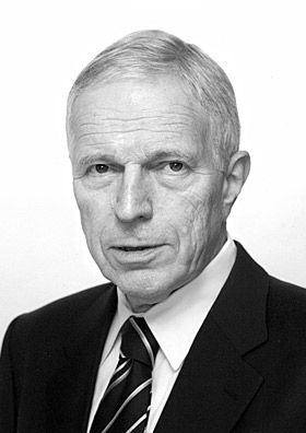 """Edmund S. Phelps, The Sveriges Riksbank Prize in Economic Sciences in Memory of Alfred Nobel 2006: """"for his analysis of intertemporal tradeoffs in macroeconomic policy"""", macroeconomics"""