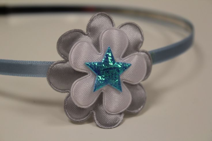 Metalen haarband lichtblauw met bloem en ster | Haarbanden | pippikok gezien op www.pippikokel.nl