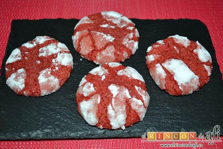 Para sorprender en una ocasión especial (como San Valentín), prepara unas deliciosas Red Velvet Cookies caseras. ¡Son tan bonitas que dan hasta pena comérselas! Lee la receta en nuestra web, con fotos del paso a paso para que las puedas preparar fácilmente: http://elrincondeafi.es/reposteria/red-velvet-cookies