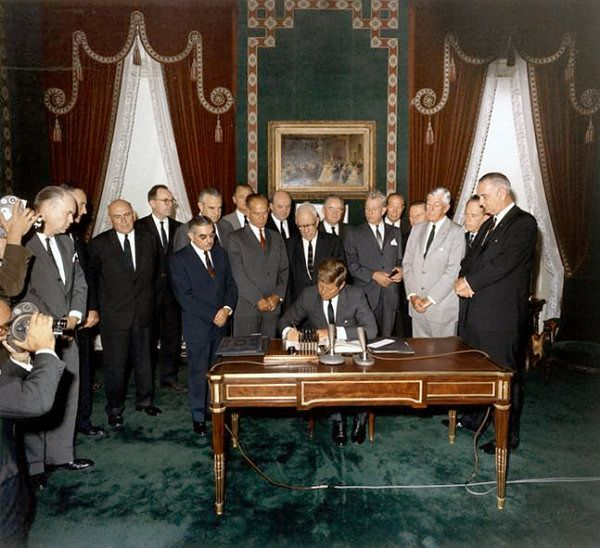 John Kennedy signing the Nuclear Test Ban Treaty in 1963, looking south (NARA - Kennedy Library)John Kennedy,  Xylophone, Bans Treaty, Kennedy Signs, History Nerd, Presidents Kennedy, Test Bans, Limited Nuclear, Nuclear Test