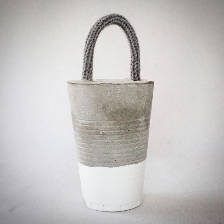 Cale porte en béton et poignée en tricotin gris pour une déco brut : Accessoires de maison par au-coeur-des-choses