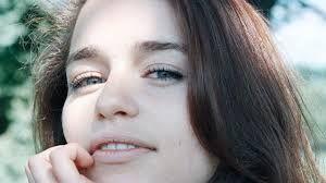 Emilia Clarcke de Juego de Tronos -  Seguros de Salud y Dentales - Más información contacta con santiagolopezsanti@ outlook.es