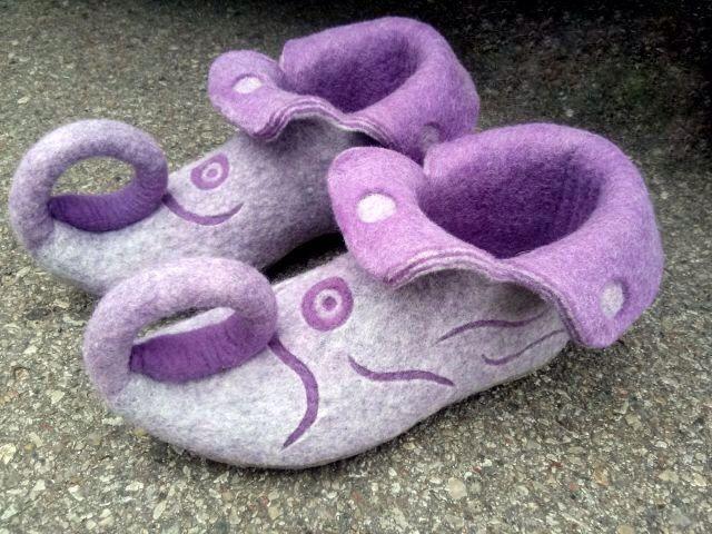 Chaussons feutrés lilas et gris maison chaussures chaussures chaussures de fée de la Elf par Ulga sur Etsy https://www.etsy.com/fr/listing/209955126/chaussons-feutres-lilas-et-gris-maison