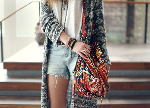 i really want high waisted shorts and a colorful bag.. aghh i need this for college!