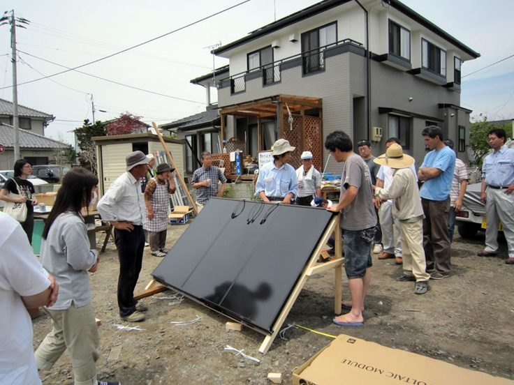 """【復興支援車両提供先】  東日本大震災 つながり・ぬくもりプロジェクト様  被災地を""""自然エネルギー""""で支援することを目的として、2011年4月4日にプロジェクトは発足しました。「太陽光」「太陽熱」「バイオマス」による3種類の支援を柱にし、被災された方に電気、お湯、お風呂等をお届けしています。プロジェクトを構成するのは、自然エネルギーを基盤とする持続可能な社会づくりをめざす団体や企業で、それぞれの被災地とのつながりや草の根ネットワークを活かし、支援活動をつづけています。"""