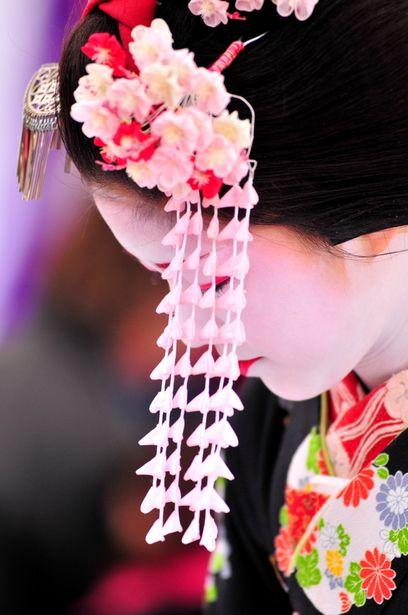 Maiko's hair accessory, Kanzashi 簪