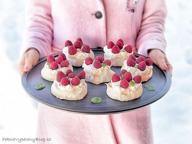 Pavlova dort - Pavlova Cake www.peknevypecenyblog.cz