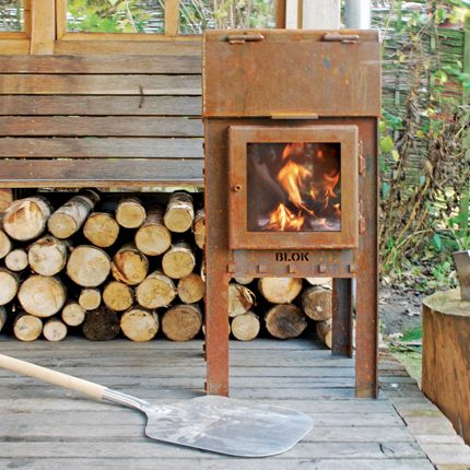 BLOK fireplace with pizza oven / BLOK buitenkachel met pizza-oven