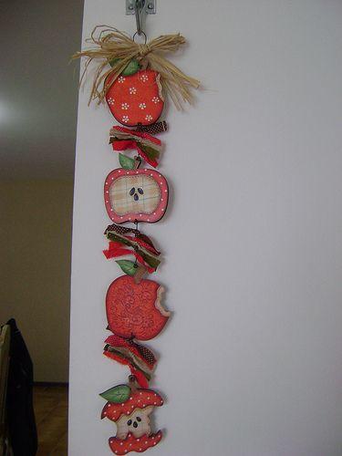 penduricalho de maçãs