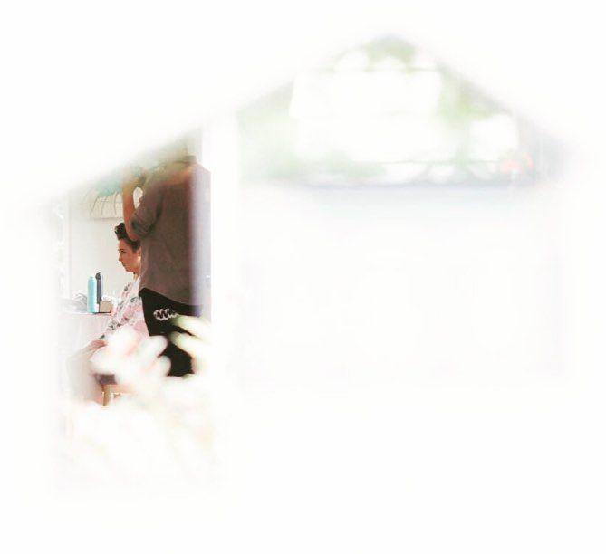Yes... that is a bride through a letterbox. . . . . #northlandwedding #mangawhaiwedding #letterbox #whangareiweddings
