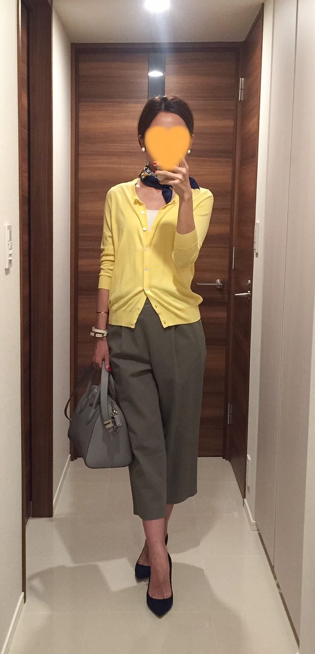 Yellow cardigan: Ballsey, Khaki pants: Tomorrowland, Grey bag: GIVENCHY, Navy pumps: PELLICO