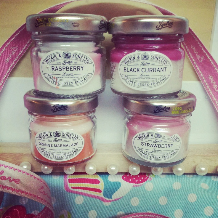 hand made candles in mini jam jars :)