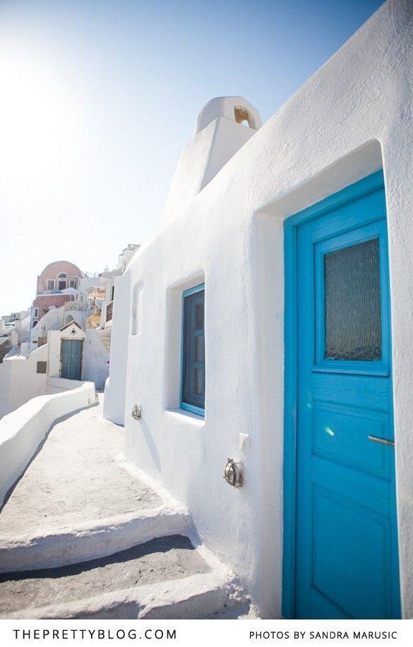 White & blue buildings | Santorini | Photographer: Sandra Marusic