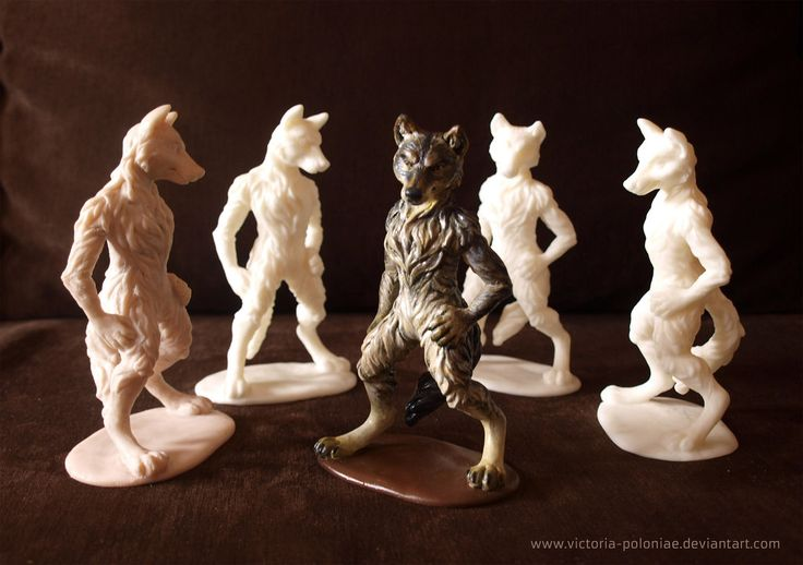 http://fc03.deviantart.net/fs70/i/2013/159/3/1/anthro_wolf_sculpture__group_photo__by_victoria_poloniae-d688tai.jpg