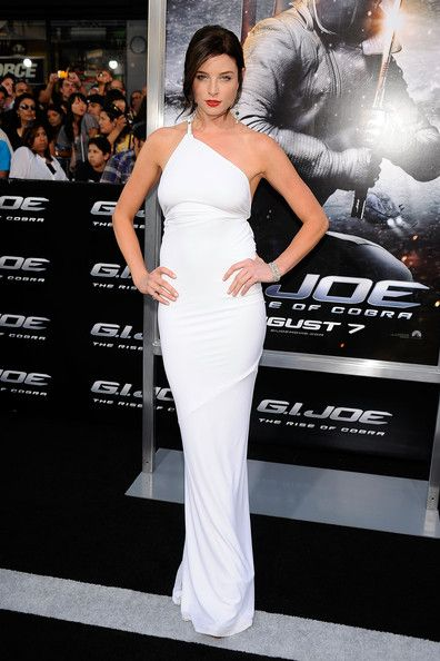 "Rachel Nichols Photos Photos - Actress Rachel Nichols arrives at the special screening of ""G.I. Joe: The Rise Of Cobra"" held at Grauman's Chinese Theatre on August 6, 2009 in Los Angeles, California. - Special Screening Of ""G.I. Joe: The Rise Of Cobra"" - Arrivals"