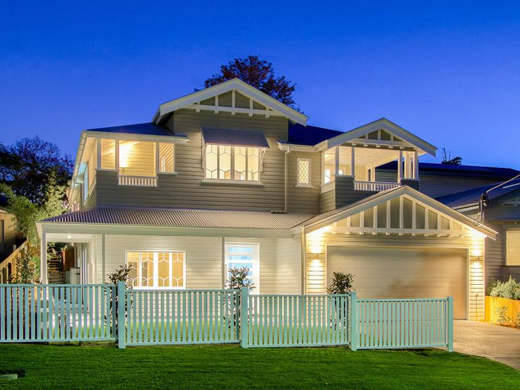 Love the balconys the windows australianhomes for Classic queenslanders house plans