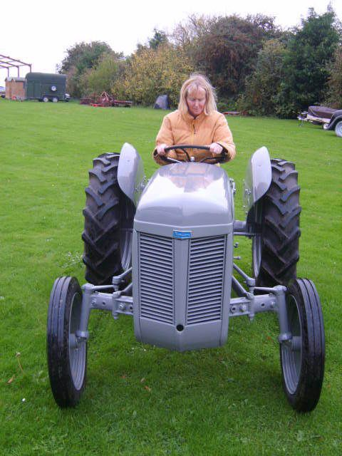 ULTIMATE CHRISTMAS XMAS GIFT PRESENT 1947 GREY FERGIE FURGUSON TRACTOR DELIVERY
