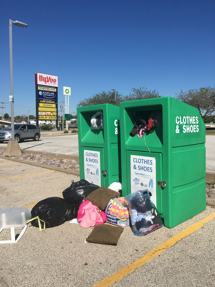 Operation Green clothes recycling bins in Davenport Hy-Vee parking lot moved after becoming an eyesore - http://wqad.com/2016/09/19/operation-green-clothes-recycling-bins-in-davenport-hy-vee-parking-lot-moved-after-becoming-an-eyesore/
