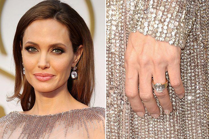 Anel de noivado de Angelina Jolie, avaliado em 250 mil dólares (Créditos: Divulgação)