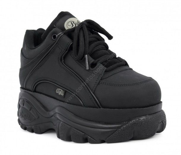 1339-14 Texas Oil Negro | Bambas Buffalo Classic de caña baja originales hechas en cuero negro con plataforma de 6 centímetros de altura. | Original Buffalo Classic black leather sneakers with 6 cms. high platform sole.