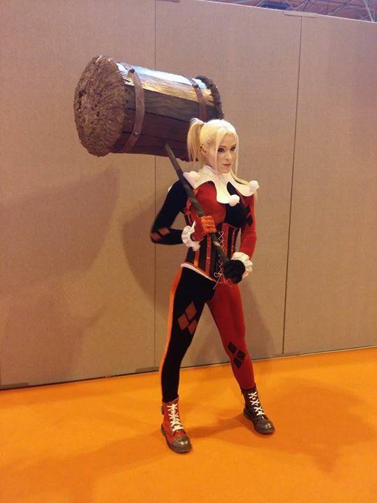 #harleyquinn #harleyquinnlookalike #harleylookalike #classicharleyquinn #sideshowharleyquinn #unmaskedharleyquinn #truentertainments #cosplay #cosplaygirls #comicon #mcmcomicon #mcmbirmingham #mcmcomiconbirmingham #batman #dccomics #harleyquinnlove #propbuilds #harleyshammer #batmanuniverse #internationalcosplay #harley #quinn #lookalike #geekgirls #ilovecosplay